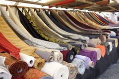 Mercado de matéria têxtil Fotografia de Stock