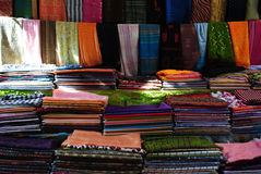 Mercado de matéria têxtil no Sharm el-Sheikh Foto de Stock