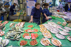 Mercado de Omicho en Kanazawa, Japón Foto de archivo libre de regalías