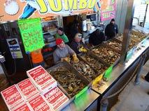 Mercado de peixes ocupado Imagens de Stock Royalty Free