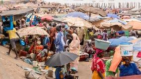 Mercado de pescados de Mbour fotos de archivo