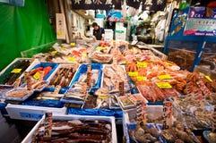 Mercado de pescados de Tsukiji Tokio Foto de archivo