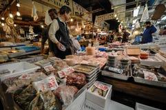 Mercado de pescados editorial de Tokio Imagen de archivo libre de regalías