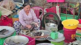 Mercado de pescados en Vietnam metrajes