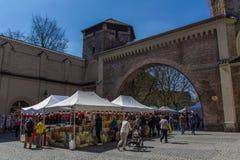 Mercado de produtos alimentares italiano no Tor de Sendlinger em Munich, 2015 imagens de stock