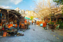 Mercado de pulgas con los turistas en Atenas, Grecia Imágenes de archivo libres de regalías