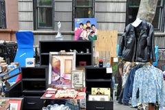 Mercado de pulgas del garaje de las antigüedades imagen de archivo