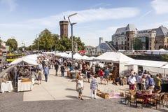 Mercado de pulgas en Colonia, Alemania Imagen de archivo libre de regalías