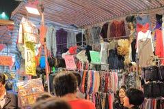 Mercado de pulgas en Mong Kok en Hong Kong Foto de archivo libre de regalías