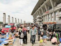 Mercado de pulgas en Nissan Stadium en Shin-Yokohama, Japón fotos de archivo