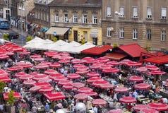 Mercado de pulgas en Zagreb fotografía de archivo