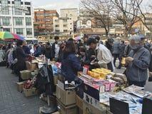 Mercado de pulgas por la plaza DDP, Seul del diseño de Dongdaemun Imágenes de archivo libres de regalías