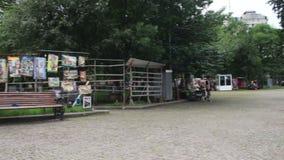 Mercado de pulgas y mercado de la antigüedad en la calle en Georgia almacen de video