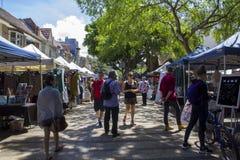 Mercado de rua em Sydney na área viril da praia foto de stock