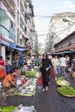 Mercado de rua em Yangon Foto de Stock Royalty Free
