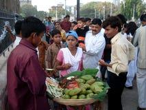 Mercado de rua indiano, Mumbai - India imagens de stock royalty free