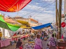 Mercado de rua movimentada em Teloloapan, Guerrero Curso em México imagem de stock