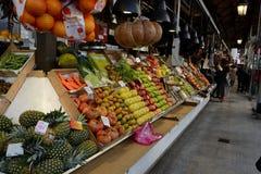 Mercado de San Miguel, loja do fruto Madrid, Spain Imagem de Stock