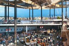 Mercado de segunda mano famoso de Encants de los dels de Mercat en Barcelona imágenes de archivo libres de regalías