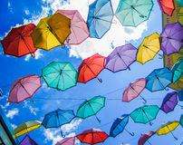 Mercado decorado com guarda-chuvas coloridos, Moscou, russo, Imagens de Stock Royalty Free