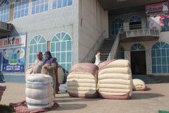 Mercado del algodón en Osh Imagenes de archivo