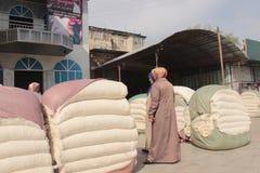 Mercado del algodón en Osh Fotografía de archivo