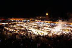 Mercado del EL-Fnaa de Jemaa en Marrakesh, Marruecos Imagen de archivo libre de regalías