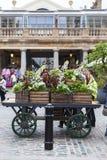 Mercado del jardín de Covent, compras populares y emplazamiento turístico, decoración en la calle, Londres, Reino Unido de la flo Imagen de archivo libre de regalías