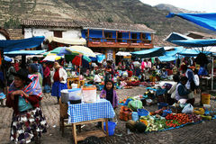 Mercado del local de Pisac Fotos de archivo libres de regalías