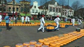 Mercado del queso en Alkmaar almacen de metraje de vídeo