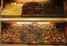 Mercado del té con verde, rojo, negro y infusión de hierbas Fotografía de archivo