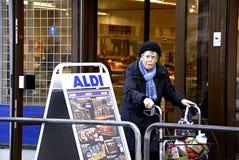 MERCADO DO ALIMENTO DA CORRENTE DE DENMARK_GERMANY ALDI Fotografia de Stock
