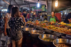 Mercado do alimento da noite em Pattaya Fotografia de Stock Royalty Free