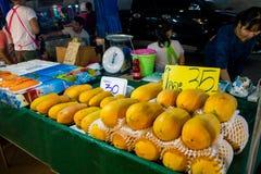 Mercado do alimento da noite em Tailândia, marketF asiático tradicional Fotografia de Stock Royalty Free