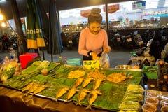 Mercado do alimento da noite em Tailândia, marketF asiático tradicional Fotos de Stock Royalty Free