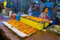 Mercado do alimento da noite em Tailândia, marketF asiático tradicional Fotos de Stock