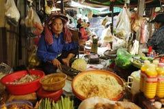 Mercado do alimento da rua em Ásia fotografia de stock royalty free