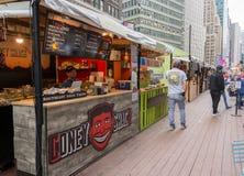 Mercado do alimento em Broadway, New York City Fotografia de Stock Royalty Free