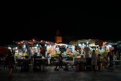 Mercado do alimento no EL Fna do EL Fna Jamâa de Djemaa da noite foto de stock royalty free