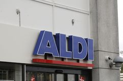 MERCADO DO MANTIMENTO DE ALDI Fotografia de Stock