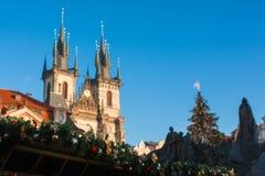 Mercado do Natal de Praga e árvore de Natal durante o dia, Praga, República Checa Fotografia de Stock
