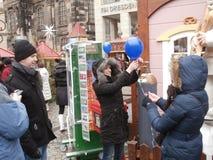 Mercado do Natal em Dresden no quadrado de Altmarkt, Alemanha, 2013 Imagens de Stock Royalty Free
