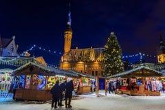 Mercado do Natal em Tallinn, Estónia imagens de stock