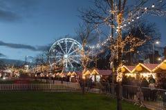 Mercado do Natal iluminado na noite Imagens de Stock Royalty Free