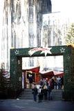 Mercado do Natal na catedral da água de Colônia Fotos de Stock Royalty Free