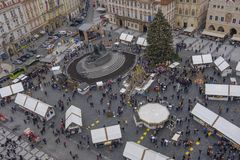 Mercado do Natal na praça da cidade velha imagens de stock
