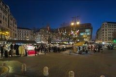 Mercado do Natal no quadrado de Vorosmarty em Budapest, Hungria Imagens de Stock Royalty Free
