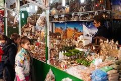Mercado do Natal perto de Sagrada Familia Fotos de Stock Royalty Free
