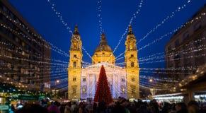 Mercado do Natal do quadrado de Stephen Basilica de Saint, Budapest, Hungria imagem de stock royalty free