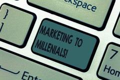 Mercado do texto da escrita a Millenials O significado do conceito seja Internet socialmente conectado esclarecido e fique o tecl foto de stock